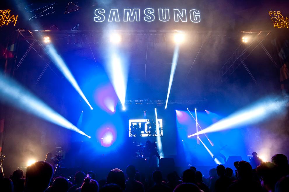 Una imagen del frente del escenario Samsung durante la presentación del Grupo Flou. (Elton Núñez)