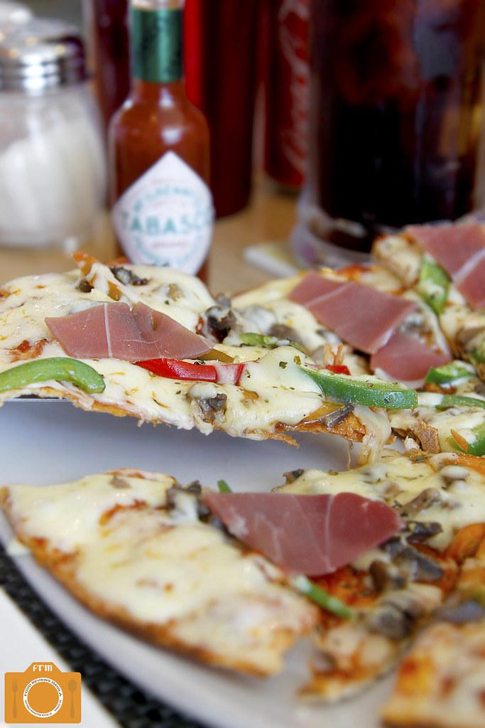 Con Gusto Prosciutto Pizza