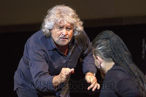 """Grillo a Catania: """"Così non c'è democrazia""""$"""