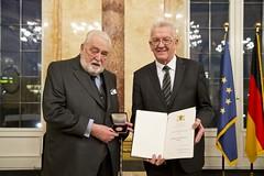 Große Staufermedaille in Gold für Herzog Carl von Württemberg
