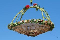 Ο Μάης έχει τ' όνομα κι ο Απρίλης τα λουλούδια.   #flowers #installation #chalcis #greece