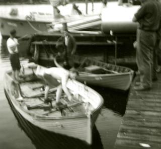 Loikkareiden vene Pirttisaaren merivartioaseman laiturissa