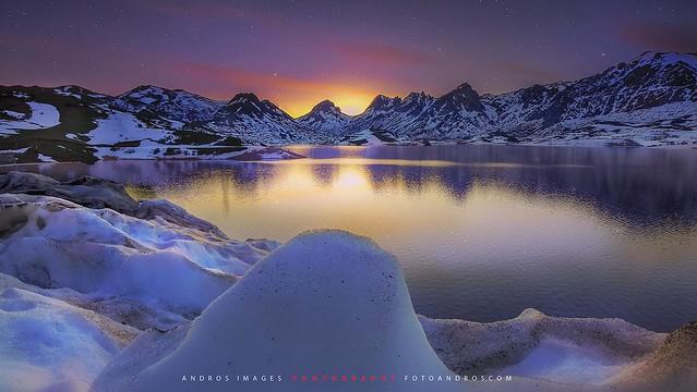 Luz crepúscular en el embalse de Casares - León // Twilight light in the reservoir of casares León