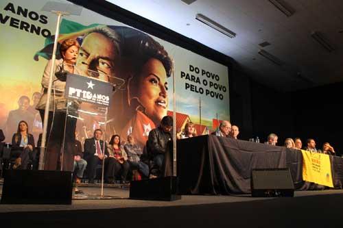 """""""Quem quiser apostar contra o Brasil vai perder feio"""", afirma Dilma"""