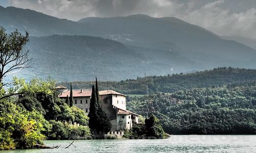 美しい湖畔の風景