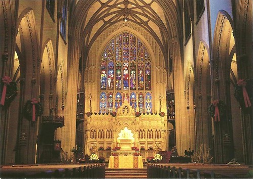 Trinity Church - Altar principal y vitrales