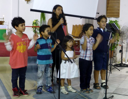 Children-from-Arabic-Speaking-congregation-singing