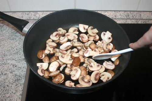 21 - Champignons anbraten / Sauté mushrooms