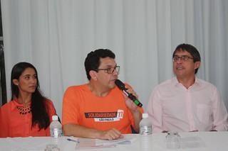 O presidente municipal do Solidariedade de Lorena, Luiz Fernando, entre Samanta Costa e o prefeito Fábio.