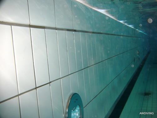 onderwater tegel lijmen