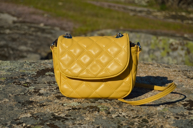 lara-vazquez-madlula-blog-fashion-yellow-bag-details