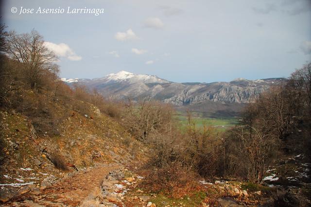 Sierra de Entzia por La Tobería - El reino de las Tobas #DePaseoConLarri #Flickr 7119