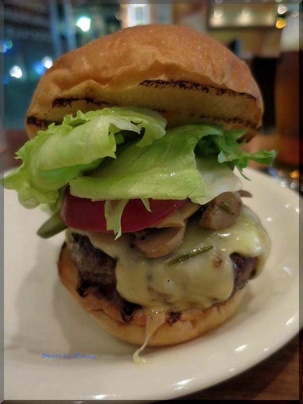 Photo:2014-04-09_ハンバーガーログブック_【神楽坂】Martini Burger (マティーニバーガー) 本格派NewYorkスタイルのダイナーに伺ってきたよ-03 By:logtaka