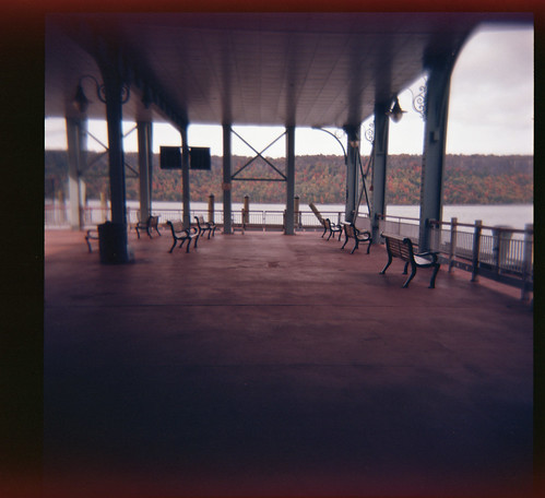 holga120 kodakektar100 newyork yonkers 120 analog color film mediumformat tourist travel vignette vignetting
