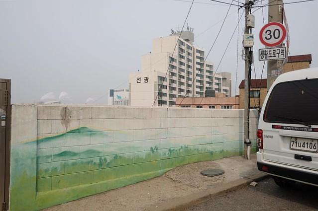 Incheon, South Korea.   #incheon #korea #southkorea #urban #city #mural #landscape #urbanlandscape #documentary #documentaryphotography #documentaryphotographer #fujifilm #fujifilmasia #xpro2 #jamessebright #travel #travelgram