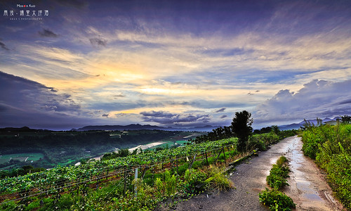road sunset cloud landscape ed nikon photographer angle g taiwan 南投 28 nikkor 台灣 kuo ultrawide 日落 afs puli 埔里 nantou blackcard contry superwide 黑卡 swm 2013 1424 大坪頂 moson