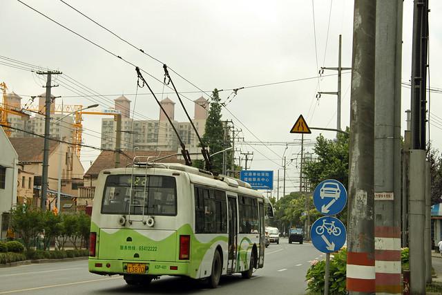 Shanghai Trolleybus No. 22 (KGP-401)