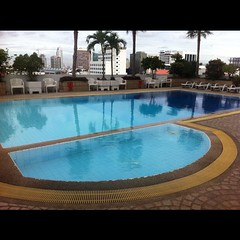 leisure(0.0), jacuzzi(0.0), estate(0.0), swimming pool(1.0), property(1.0), reflecting pool(1.0), resort(1.0), condominium(1.0), villa(1.0),