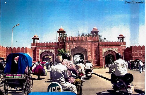 entry to old city of jaipur padharo mhare desh