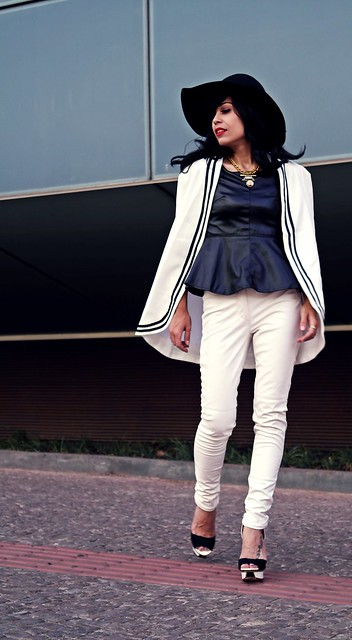 priscila-diniz_look-at-me-br_fashionista_fashion-blogger_fashion_ style_it girl_mode_look-of-the-day_look-do_dia_blog-de-moda-belo-horizonte_cape_black-and-white_leather_floppy-hat_08