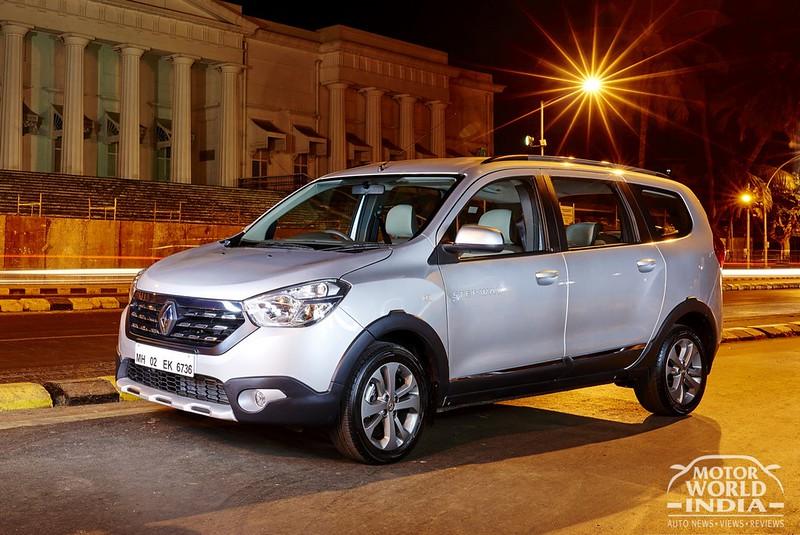 2017-Renault-Lodgy-Stepway-Front-Three-Quarter