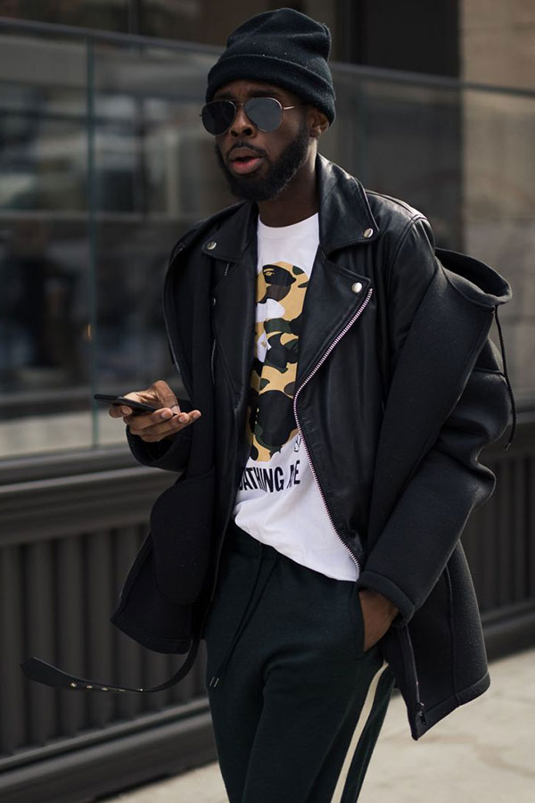 黒ニットキャップ×黒ダブルライダース×BAPE白Tシャツ×グレースウェットパンツ