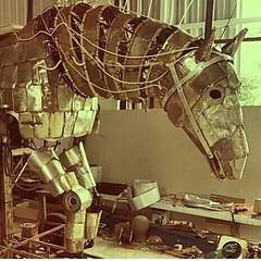 Arte em tom maior: o cavalo de Sao Jorge com a assinatura do Mestre Raimundo Rodriguez !  Quem quiser ver de perto,  a obra e diversas outras criações estão no Polo das Artes - espaço Cultural da Gamboa, a ser inaugurado hoje no Centro do Rio de Janeiro.