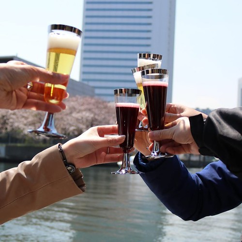 乾杯、と。もちろん、操船する人はノンアルコール。