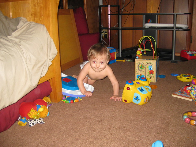 Garrett crawling, Canon POWERSHOT SD1100 IS