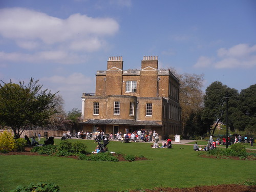 Clissold House, Side View