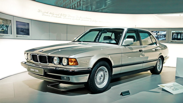 BMW 750iL (E32)