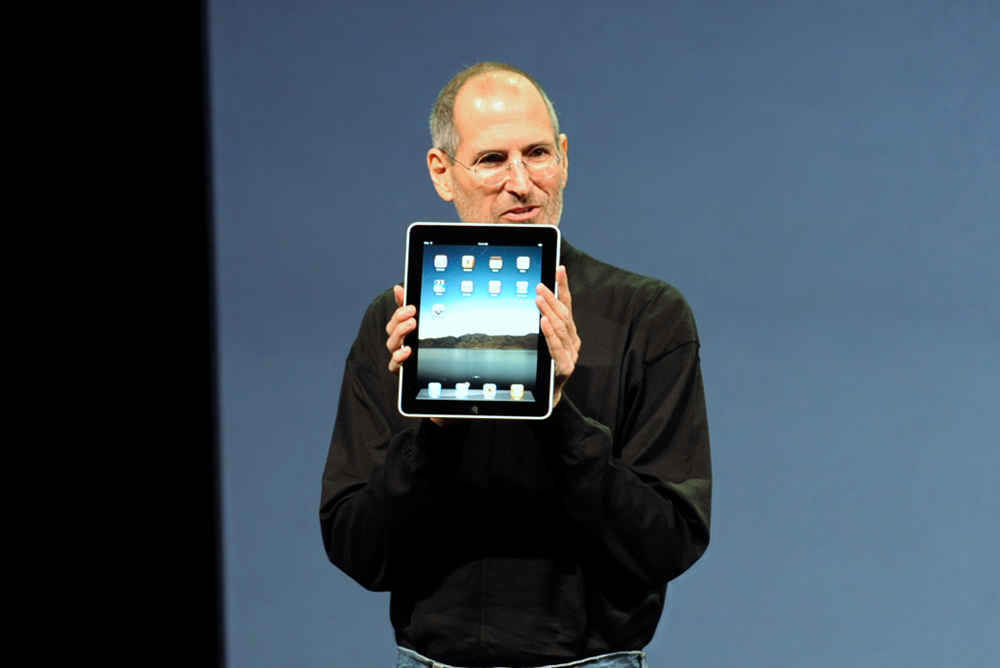 Steve Jobs with the Apple iPad