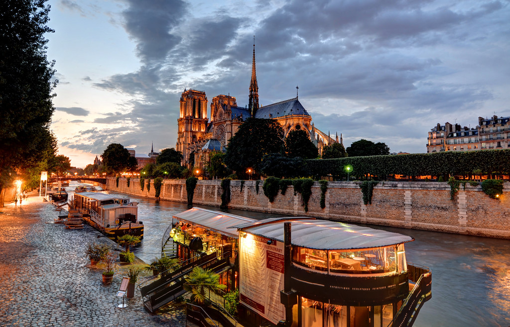 Notre Dame Cathedral and Le Kiosque Flottant