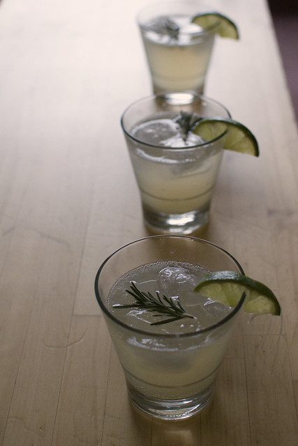 rosemary grapefruit gimlet