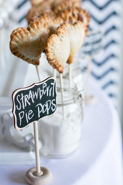 Heart shaped strawberry-rhubarab pie pops, delish!