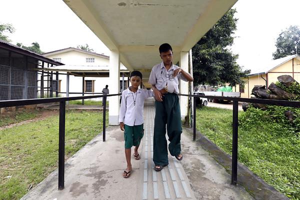 (8)MYANMAR-YANGON-EDUCACION-DISCAPACIDAD