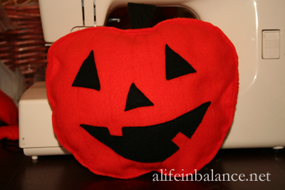 Fall Crafts For Kids: Felt Stuffed Pumpkin