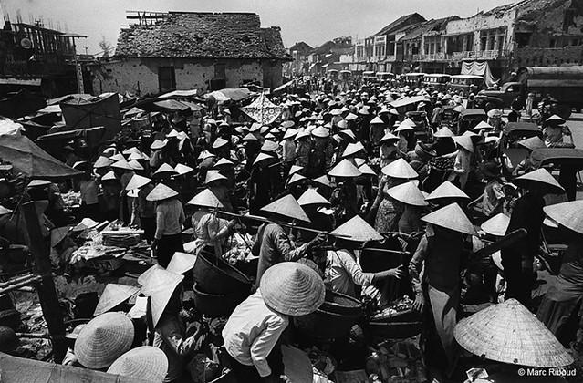 Sud Vietnam, 1968 - Đường Trần Hưng Đạo - Huế, đoạn trước chợ Đông Ba