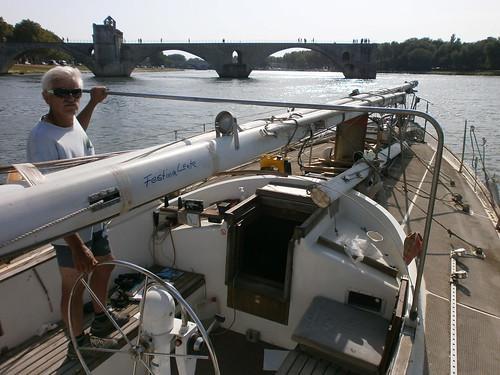 Sur le Pont d'Avignon L'on y danse, l'on y danse Sur le Pont d'Avignon L'on y danse tous en rond