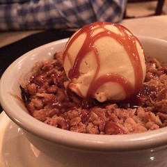 Finale: apple crisp with cinnamon ice cream @thegraperesto