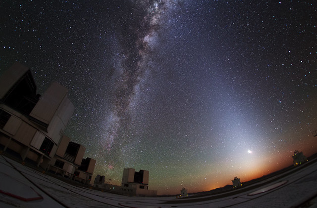 Photo:Zodiacal Glow Lightens Paranal Sky By:European Southern Observatory