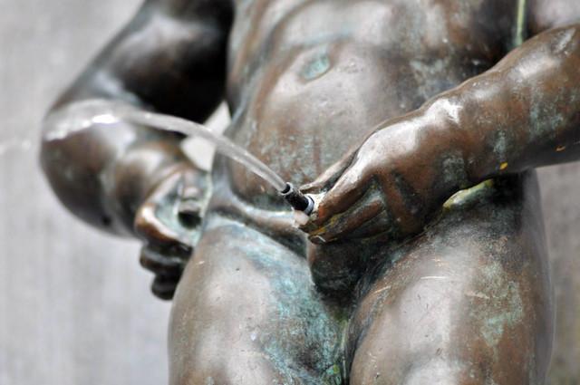 Manneken Pis de Bruselas: Detalle de ... Mannekken Pis y la meada más prolongada en el tiempo de la historia de la humanidad Manneken Pis de Bruselas - 11327981364 03c1aac13b z - ¿ Por qué es tan famoso el Manneken Pis de Bruselas ?