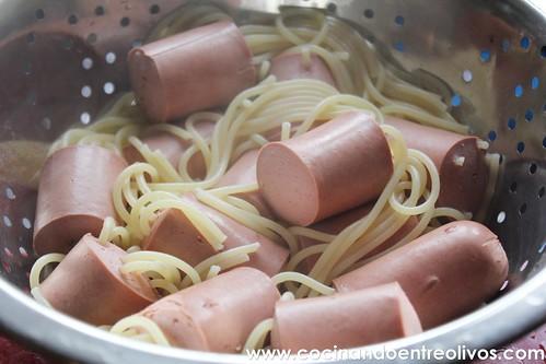 Medusas o Pulpos de espaguetis con salchichas www.cocinandoentreolivos.com (11)