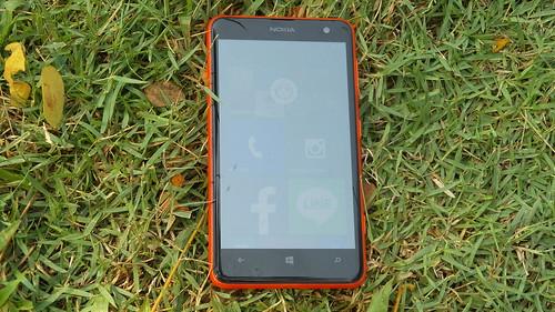 Nokia Lumia 625 ด้านหน้า