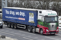 Mercedes-Benz Actros 6x2 Tractor - GK12 UAS - Tracy Kerry - Eddie Stobart - M1 J10 Luton - Steven Gray - IMG_7446