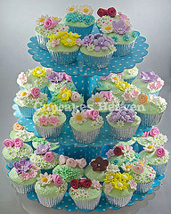flower, buttercream, baked goods, cupcake, sugar paste, food, cake decorating, icing, dessert,