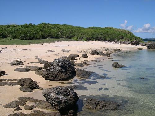 ごつごつ岩の浜1
