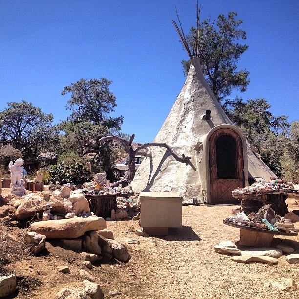 desert dwelling at garth 39 s boulder gardens in pioneertown flickr photo sharing