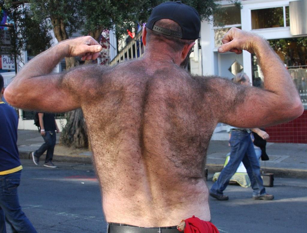HAIRY BEARBACK MUSCLE HUNK! FOLSOM STREET FAIR 2013 !  (safe photo)