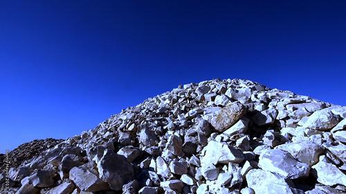 LR - The rock heaps - Lightning Ridge NSW AU 2013